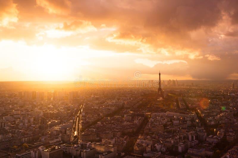 Orizzonte di Parigi con la Torre Eiffel immagini stock libere da diritti