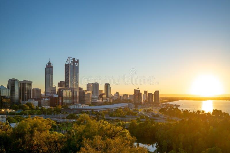 Orizzonte di Perth alla notte in Australia occidentale fotografia stock libera da diritti