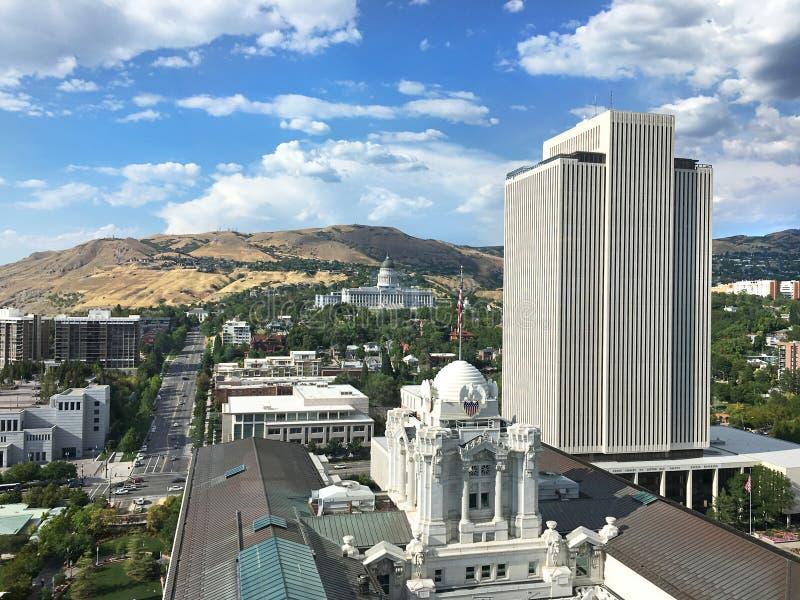 Orizzonte di Salt Lake City con la costruzione della sagrestia di LDS fotografia stock
