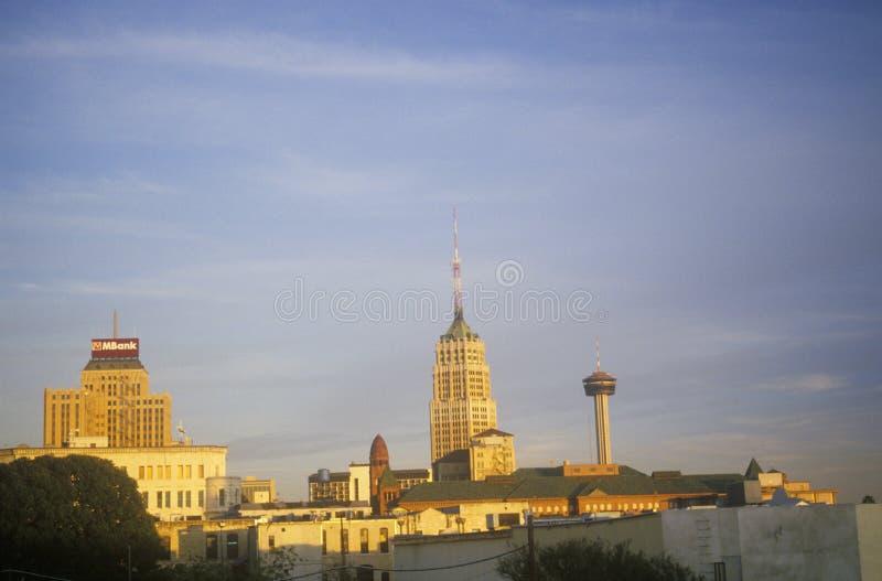 Orizzonte di San Antonio storico, TX al tramonto fotografie stock libere da diritti