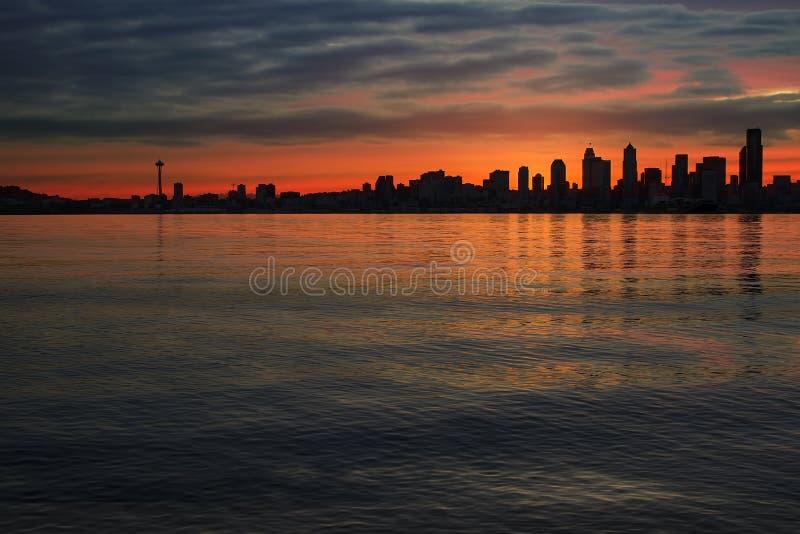 Orizzonte di Seattle all'alba fotografia stock libera da diritti