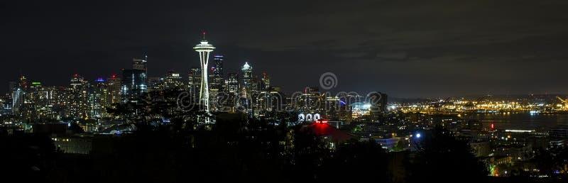 Orizzonte di Seattle alla notte immagini stock