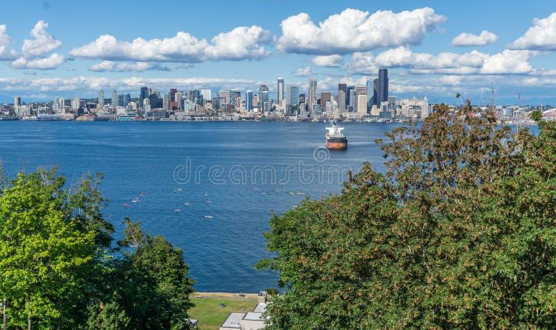 Orizzonte di Seattle e Kayakers 2 immagini stock libere da diritti