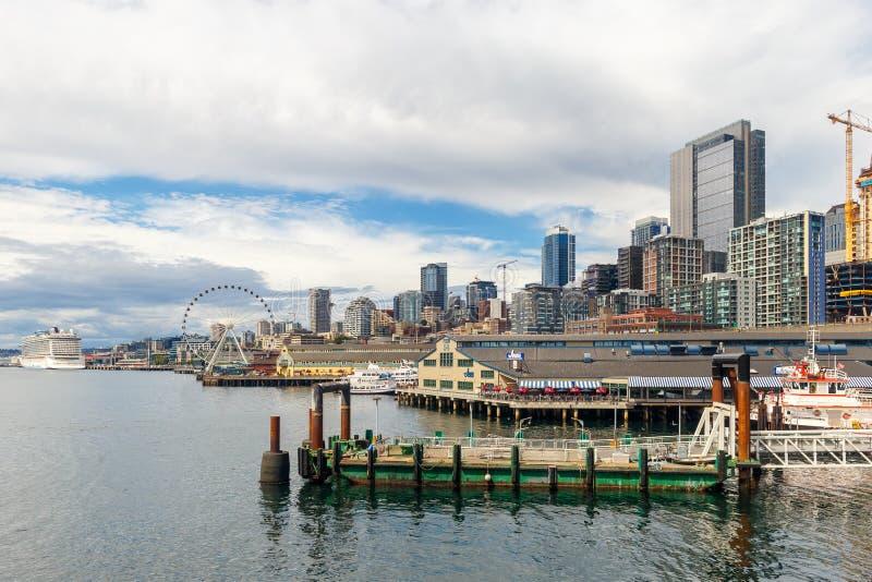 Orizzonte di Seattle e vista di lungomare, Stato del Washington, U.S.A. immagini stock