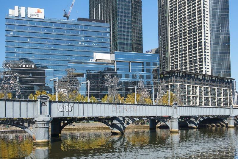 Orizzonte di Southbank e fiume di Yarra, Melbourne, Australia fotografia stock libera da diritti