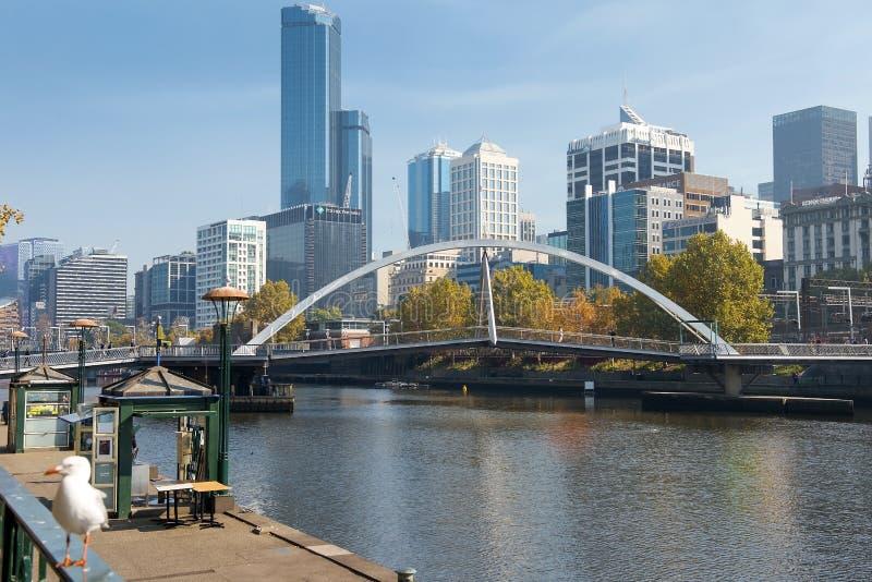 Orizzonte di Southbank e fiume di Yarra, Melbourne, Australia fotografie stock