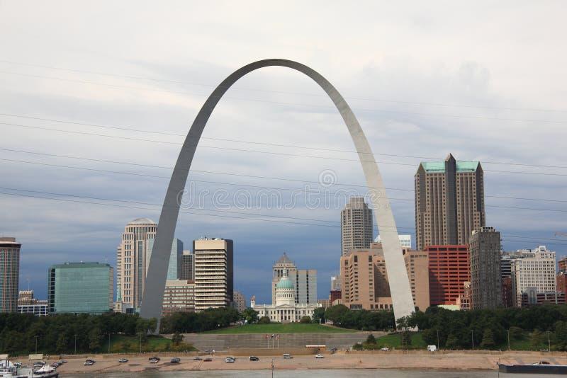 Orizzonte di St. Louis - arco del Gateway fotografia stock libera da diritti