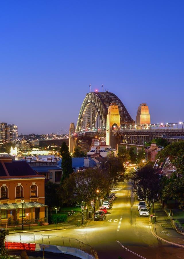 Orizzonte di Sydney e di Sydney Harbour Bridge osservato dall'osservatorio fotografia stock libera da diritti