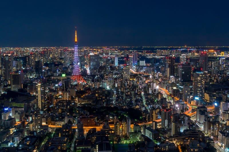 Orizzonte di Tokyo alla notte immagini stock