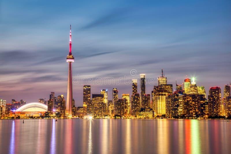 Orizzonte di Toronto al crepuscolo, Ontario, Canada fotografia stock libera da diritti