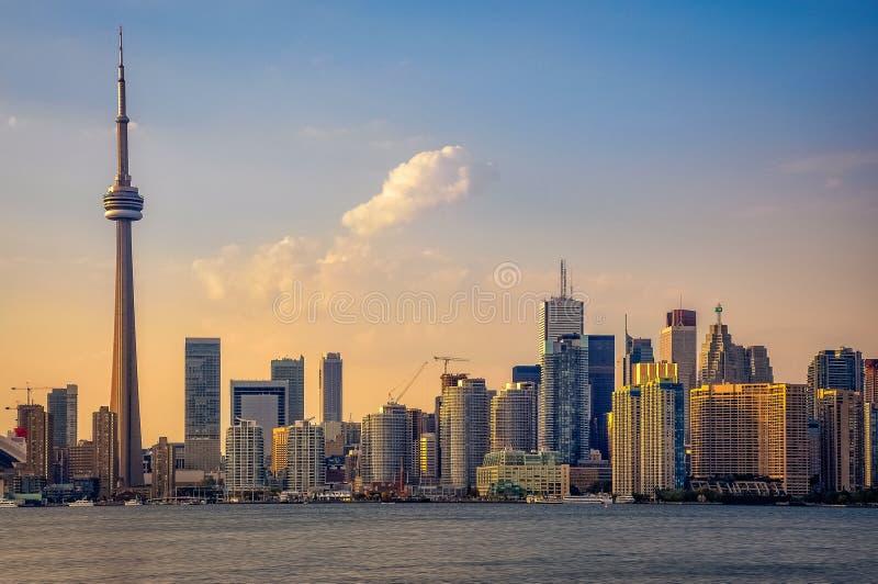 Orizzonte di Toronto al tramonto fotografia stock