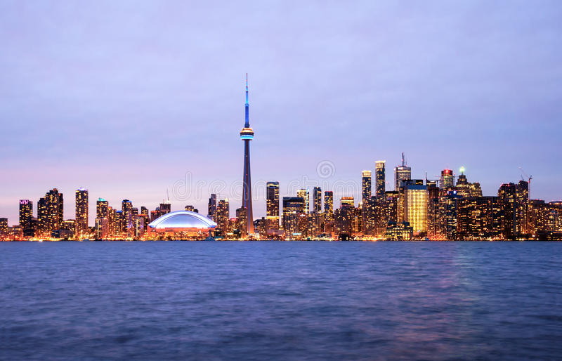 Orizzonte di Toronto alla notte fotografie stock libere da diritti