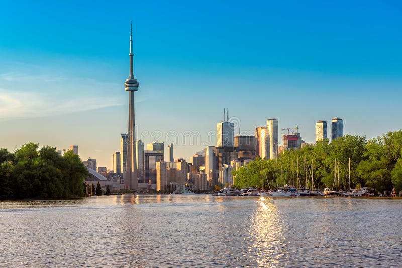 Orizzonte di Toronto dall'isola immagine stock libera da diritti
