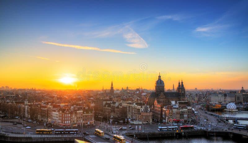 Orizzonte di tramonto di Amsterdam immagine stock libera da diritti