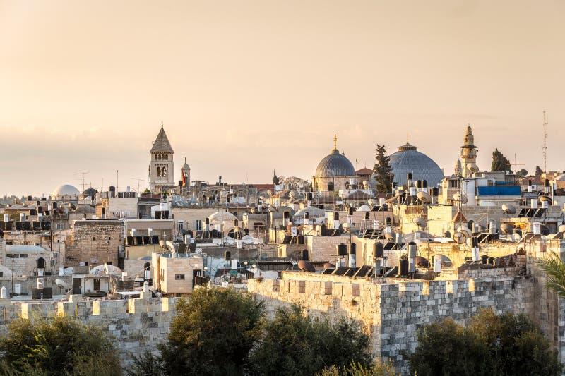 Orizzonte di vecchia città a Christian Quarter di Gerusalemme, Israele fotografia stock libera da diritti