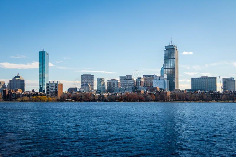 Orizzonte e Charles River di Boston veduti da Cambridge - Massachusetts, U.S.A. fotografia stock libera da diritti