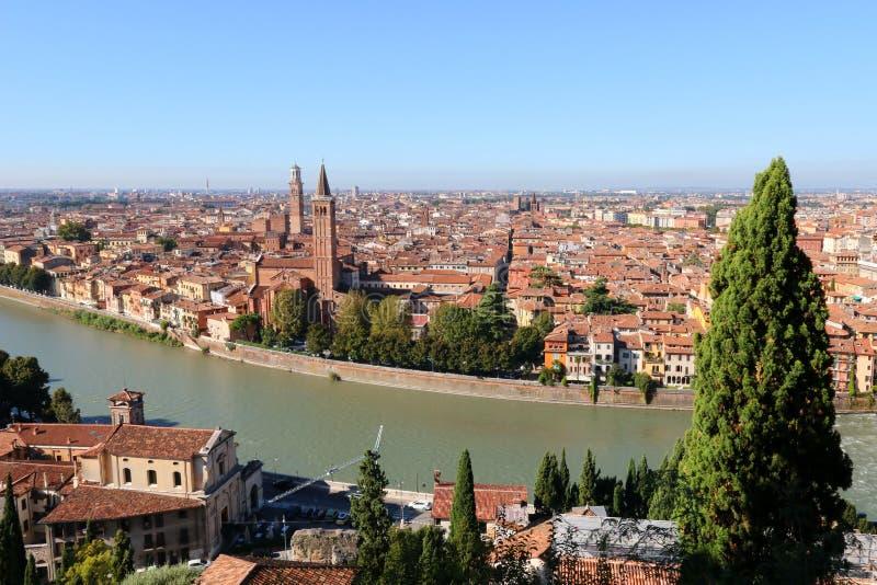 Orizzonte e l'Adige di Verona a Verona, Italia immagini stock libere da diritti