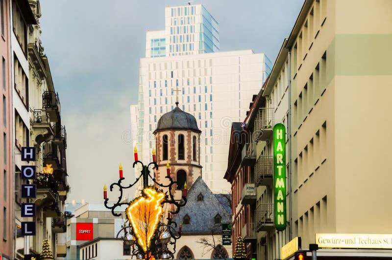 Orizzonte Francoforte sul Meno Germania della città durante il Natale fotografie stock libere da diritti