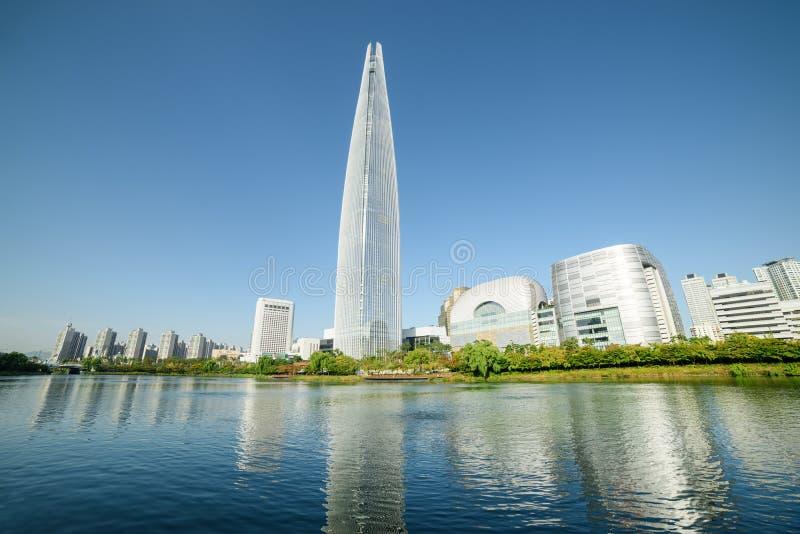 Orizzonte moderno scenico di Seoul Torre meravigliosa alla città fotografia stock libera da diritti