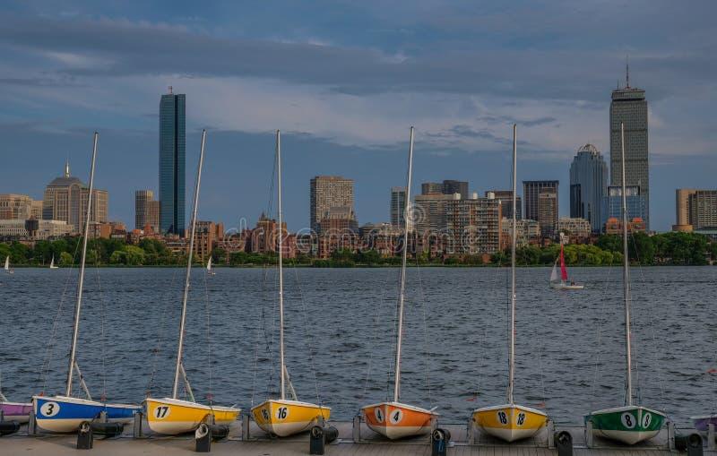 Orizzonte panoramico di Boston dal fiume fotografia stock libera da diritti