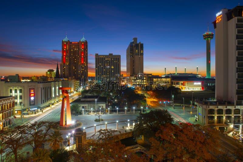 Orizzonte a penombra, il Texas, U.S.A. della città di San Antonio fotografia stock
