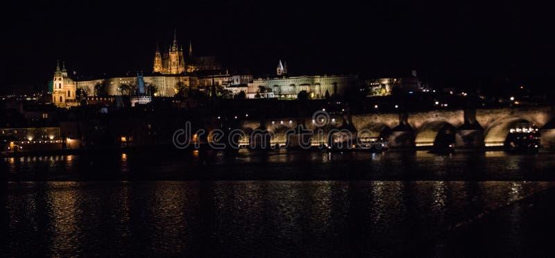 Orizzonte a Praga di notte immagine stock libera da diritti