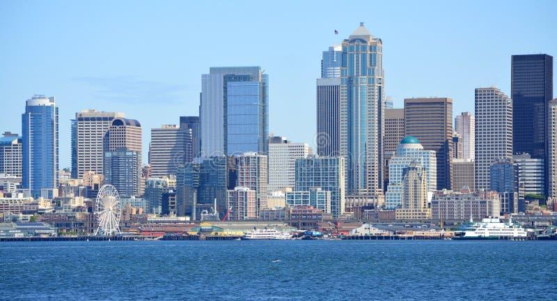 Orizzonte Seattle presa dal traghetto dell'isola di Bainbridge immagine stock libera da diritti