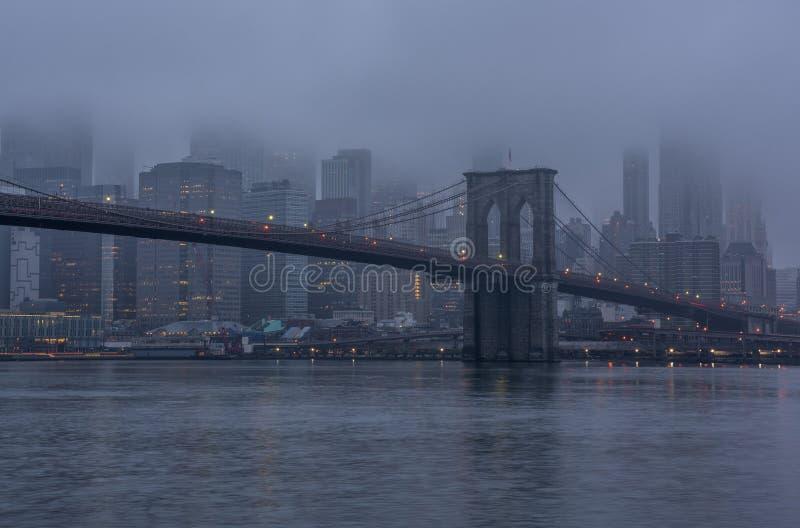 Orizzonte urbano nebbioso New York City fotografia stock libera da diritti
