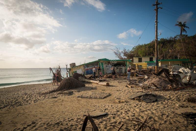 Orkan Maria och Puerto Rico - strand för forcerat fartyg royaltyfri fotografi