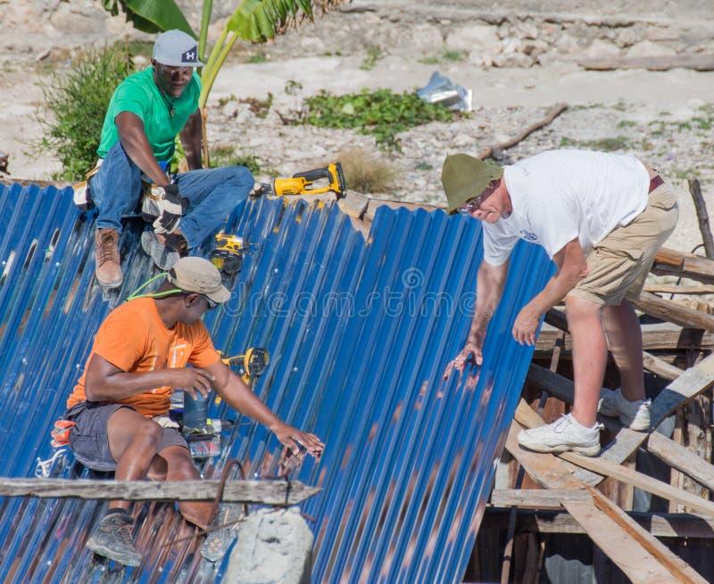 Orkan Matthew Relief Work royaltyfri fotografi