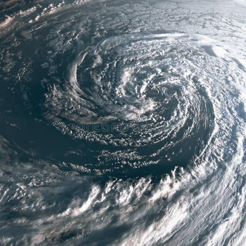 Orkan på jord som beskådas från utrymme Tyfon över planetjord royaltyfri bild
