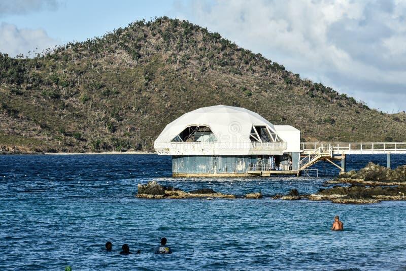 Orkan-skadade Coral World Undersea Observatory arkivbilder