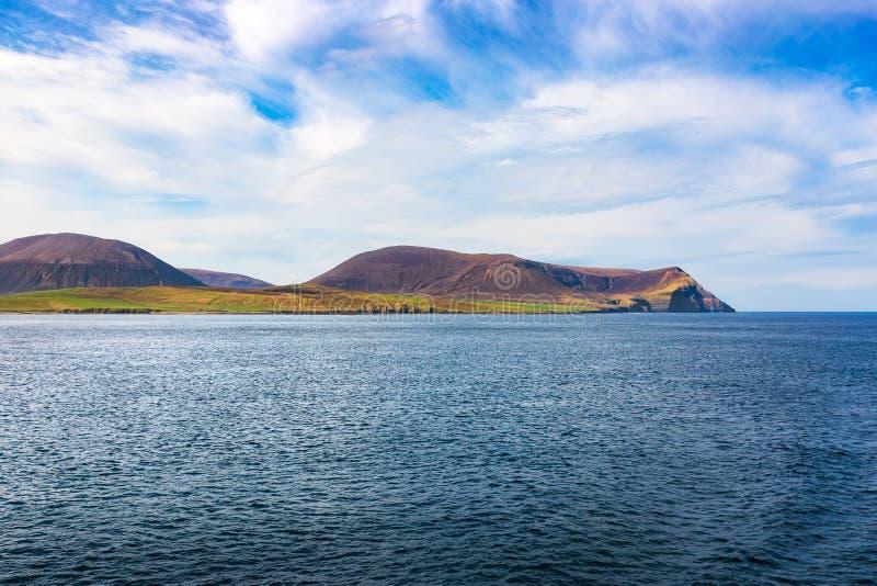 Orkney öar som ses från skeppet arkivfoton