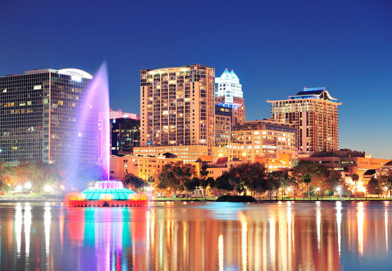 Orlando bij nacht stock foto's