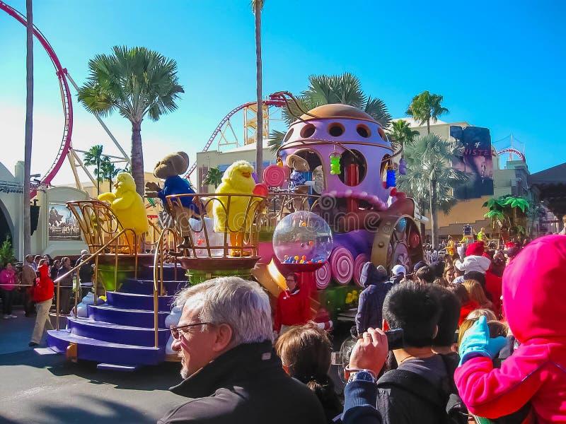 Orlando, de V.S. - 03 Januari, 2014: De mensen in Carnaval in het park De universele Studio's is één van het beroemde thema van O royalty-vrije stock foto