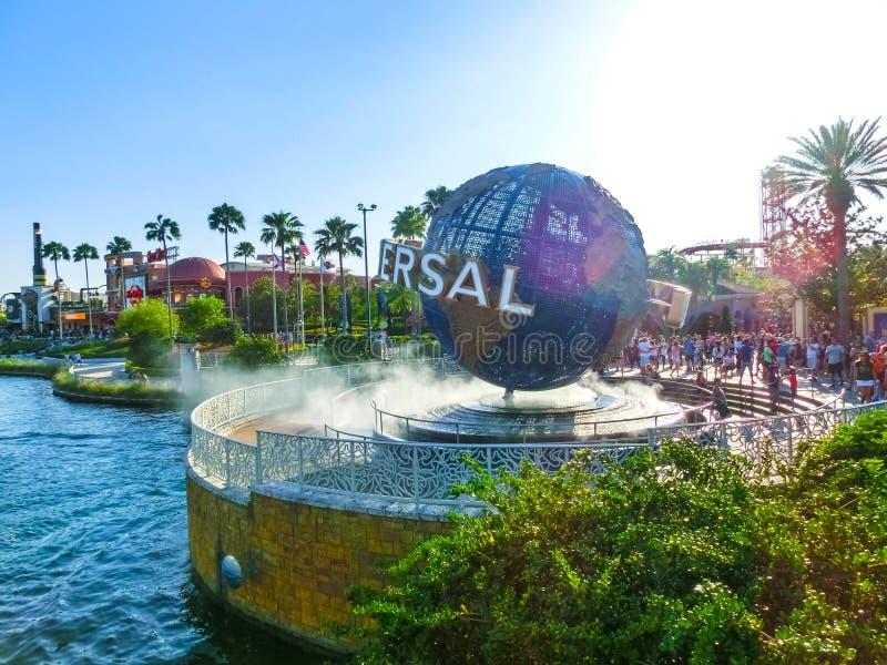 Orlando, de V.S. - 8 Mei, 2018: De grote roterende Universele embleembol op 9 Mei, 2018 stock afbeeldingen