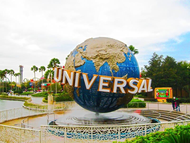 Orlando, EUA - 4 de janeiro de 2014: O globo universal famoso no parque temático de Florida dos estúdios universais foto de stock royalty free