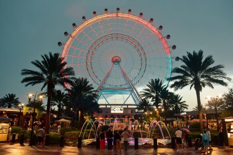 Orlando Eye é uma roda de 400 ferris alta dos pés, no coração da área internacional da movimentação imagens de stock