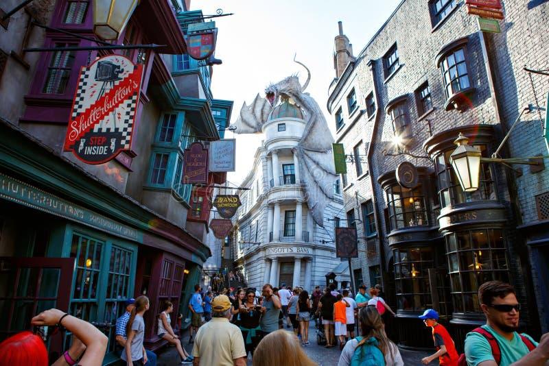 ORLANDO, 19 FL-APRIL 2016: Een deel van Harry Potter-wereld, huis aan Harry Potter en de Verboden Reisaantrekkelijkheid Orlando royalty-vrije stock foto