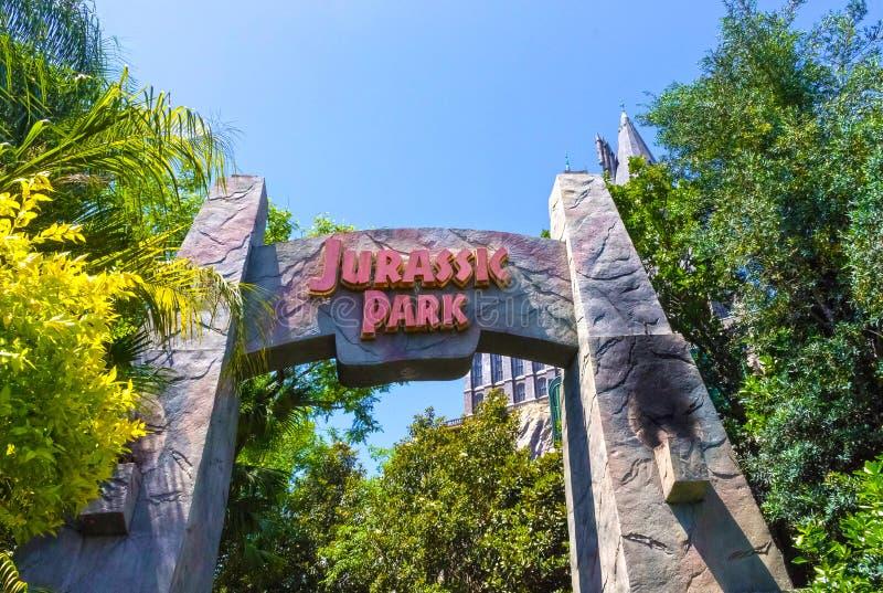 Orlando, Florida - 9 de maio de 2018: Jurassic Park em ilhas dos estúdios universais do parque temático da aventura imagem de stock royalty free
