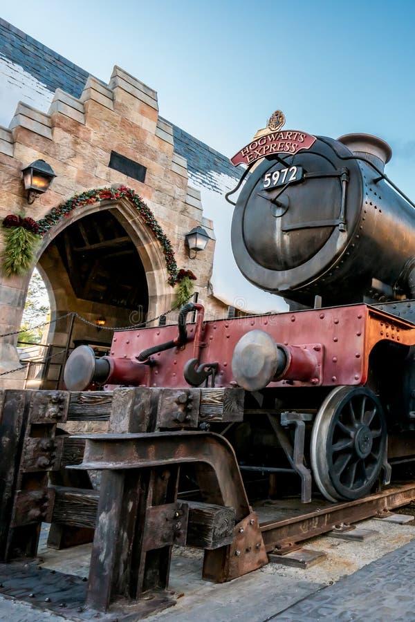 ORLANDO, FLORIDA, DE V.S. - DECEMBER, 2017: De Wizarding-Wereld van Harry Potter - de Hogwarts-Sneltreinpost en het Platform, Uni stock foto's