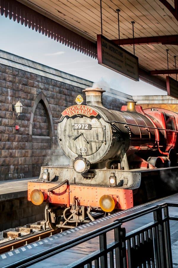 ORLANDO, FLORIDA, DE V.S. - DECEMBER, 2017: De Wizarding-Wereld van Harry Potter - de Hogwarts-Sneltreinpost en het Platform, Uni stock afbeeldingen