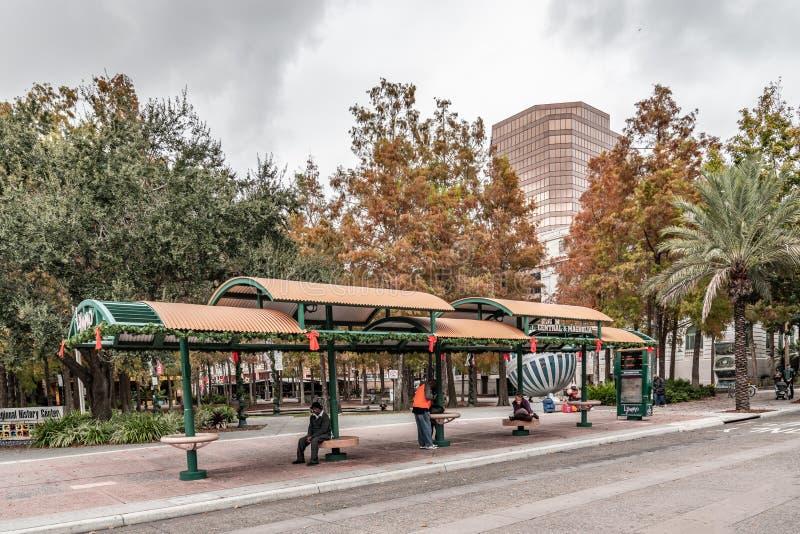 ORLANDO, FLORIDA, U.S.A. - DICEMBRE 2018: Fermata dell'autobus di Lymmo alla storia regionale della contea di Orange immagine stock libera da diritti