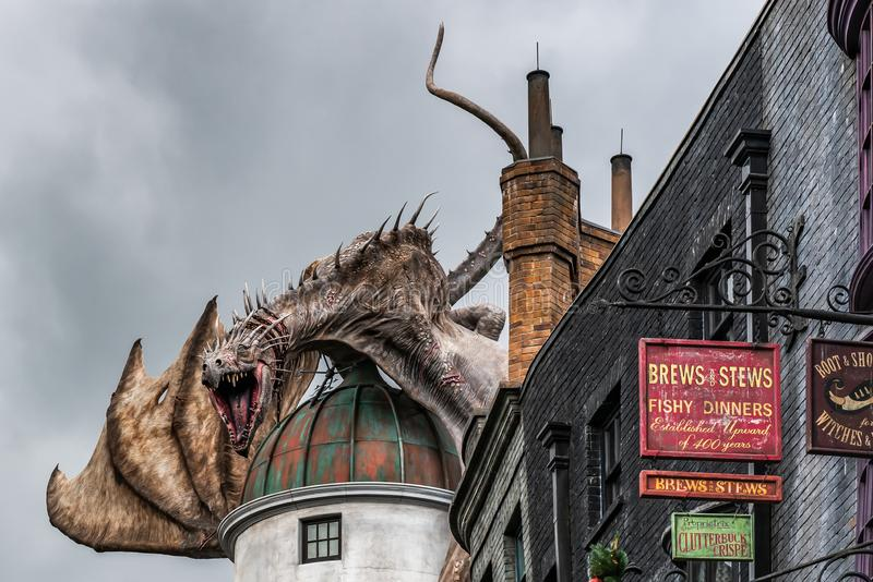 ORLANDO FLORIDA, USA - DECEMBER, 2018: Den Wizarding världen av Harry Potter —Diagon Alley på Universal Studios Florida arkivbild