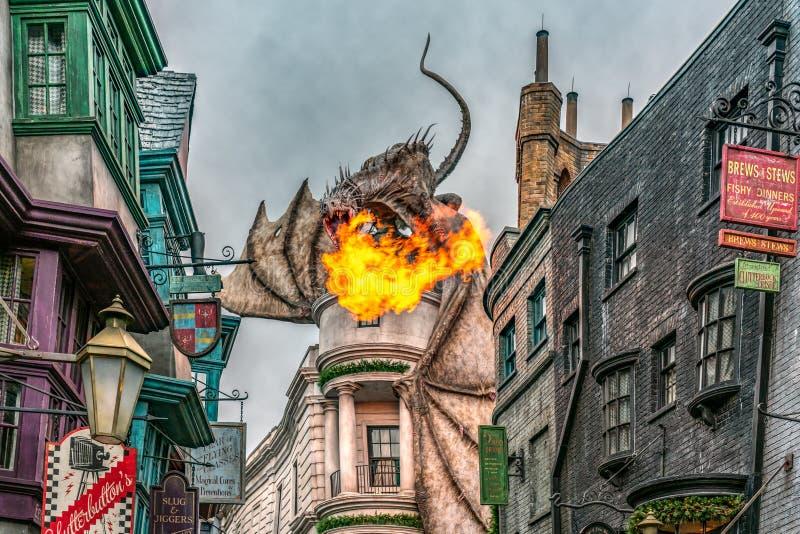 ORLANDO FLORIDA, USA - DECEMBER, 2018: Den Wizarding världen av Harry Potter —Diagon Alley på Universal Studios Florida royaltyfria bilder