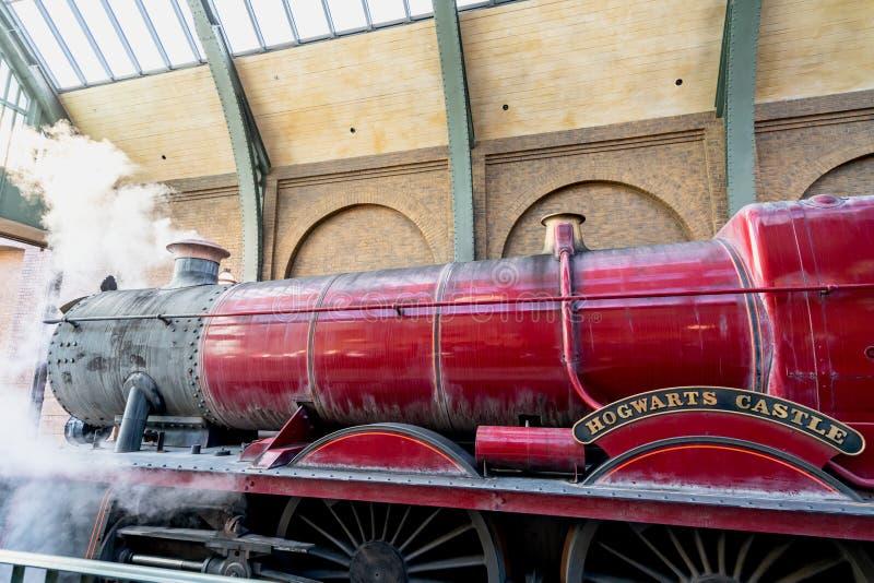 ORLANDO, FLORYDA, usa - GRUDZIEŃ, 2017: Wizarding świat Harry Poter - Hogwarts pociągu ekspresowego platforma i stacja, Uni zdjęcia stock