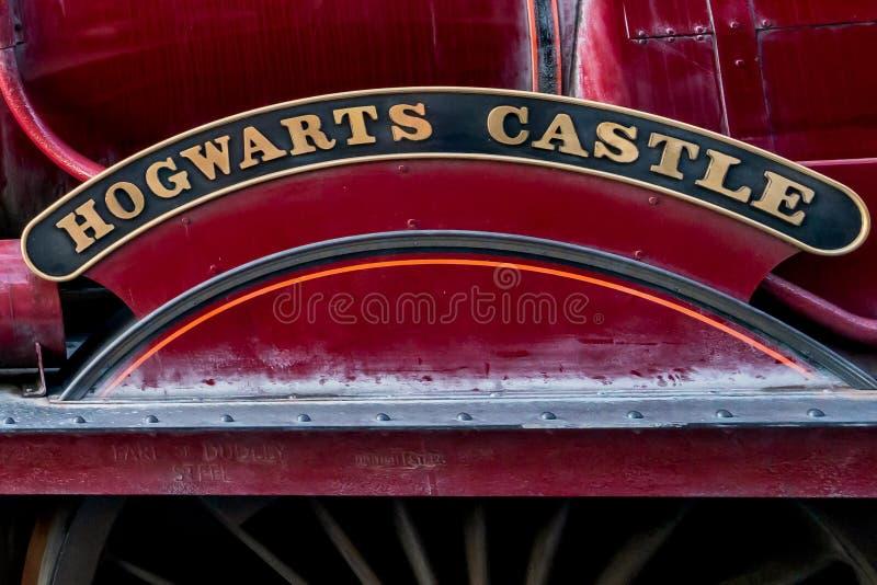 ORLANDO, FLORYDA, usa - GRUDZIEŃ, 2017: Wizarding świat Harry Poter - Hogwarts pociągu ekspresowego platforma i stacja, Uni zdjęcie stock