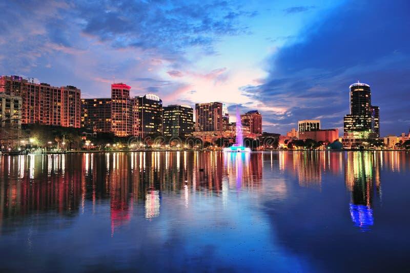 Orlando-im Stadtzentrum gelegene Dämmerung lizenzfreies stockbild