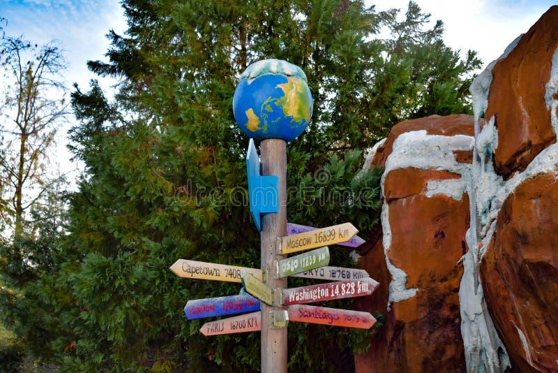 Orlando, la Floride r La vue supérieure des villes de signe et du monde de l'Antarctique signent chez Seaworld dans la région int image libre de droits