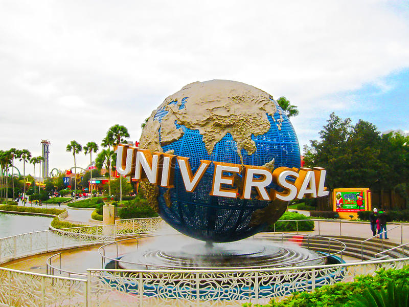 Orlando, U.S.A. - 4 gennaio 2014: Il globo universale famoso al parco a tema di Florida degli studi universali fotografia stock libera da diritti